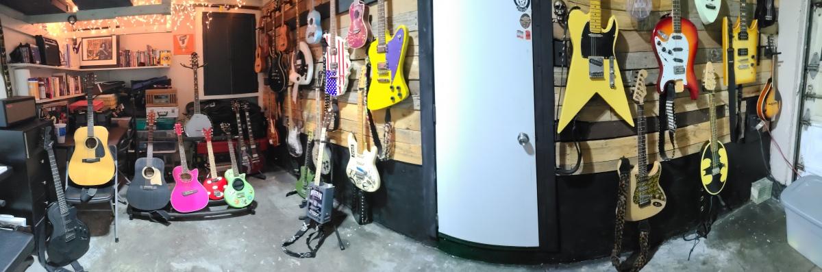 AiXeLsyD13's Guitar Room
